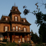 Attractie: Haunted Mansion / Phantom Manor
